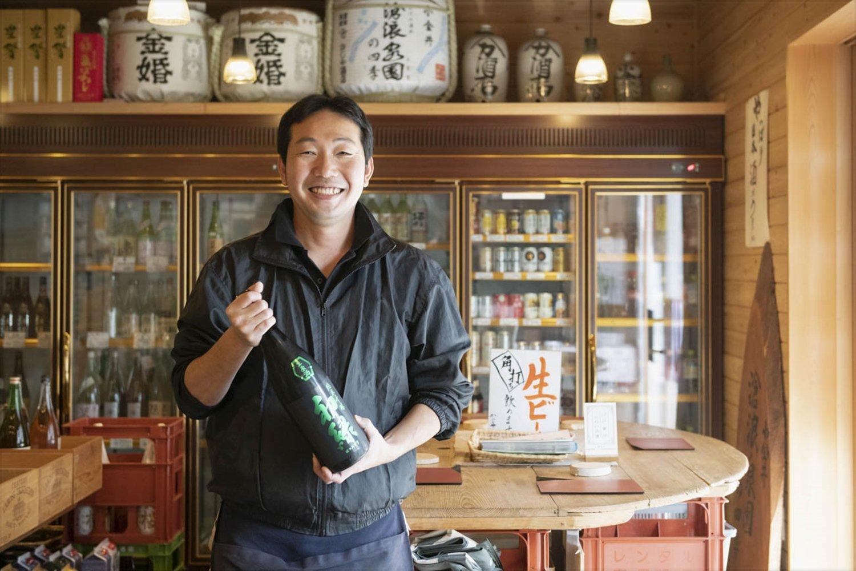 岐阜県の初緑純米吟醸無濾過生原酒(緑)は「香りがいいですよ」。