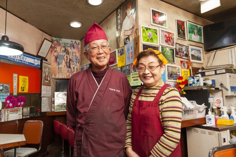 本山さんと妻・章子(あきこ)さん。温かみある人柄に心和む。