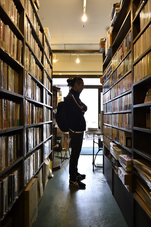 『古書 上々堂(しゃんしゃんどう)』は、絵本から国内・海外の文芸書まで幅広く取り扱う。「読むのはもっぱら小説。偶然にせよ、三鷹に住めたのは幸運でした」。☎0422-46-2393/11:00~17:30/無休/東京都三鷹市下連雀4-17-5ウェザーコック三鷹101号/JR中央線三鷹駅から徒歩12分