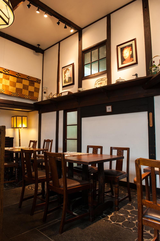 白洲次郎手製の竹行灯も灯る。