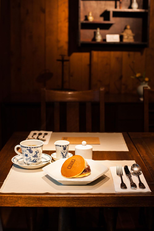 アイスを挟んだ武相荘のどら焼きカフェセット1320円。