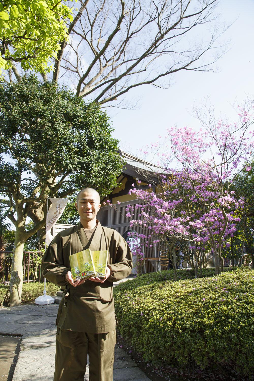 レトルトのお寺のカレー540円は、店内と正門前のお土産店で販売。