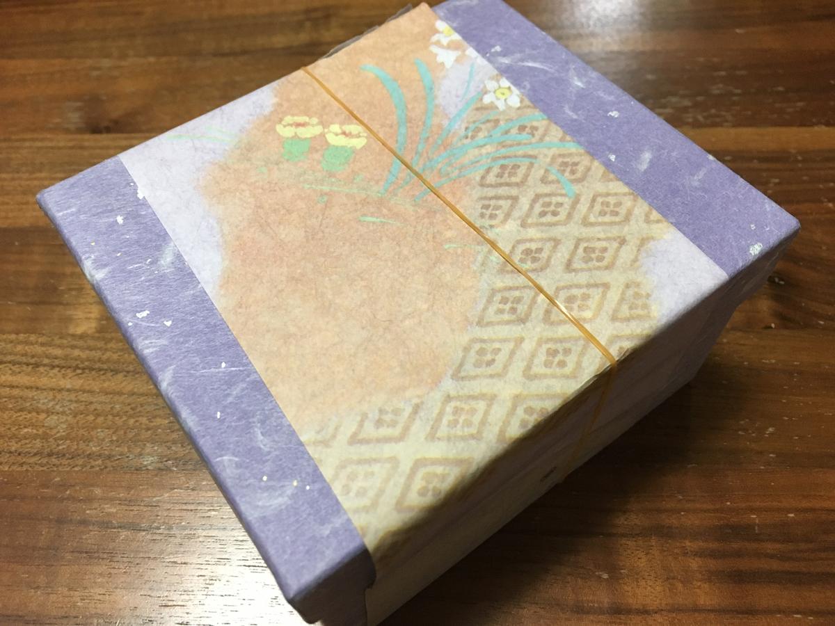 日の出町の『幸神堂』では、持ち込みのもなか用箱に綺麗に包装紙をかけてくれた。(2018年)
