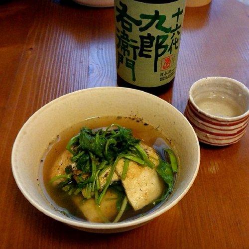 【山内聖子の偏愛する日本酒とつまみの話】おでん出汁で炊いたセリと油揚げに「十六代九郎右衛門」