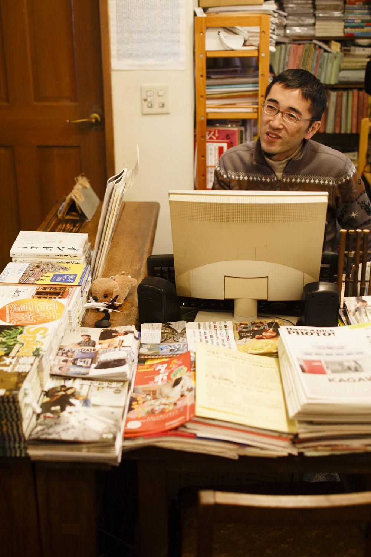 店主の川田さんは年に1回、店を休んで旅に出る。