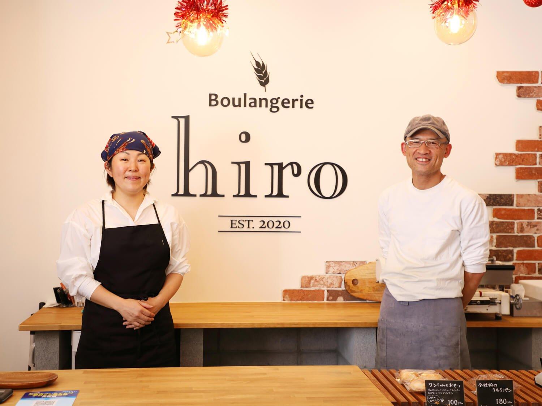 店主の向山さんと妻の泰子さんが切り盛り。