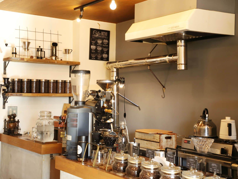 コーヒー豆は宣彦さんが自ら店内で焙煎。