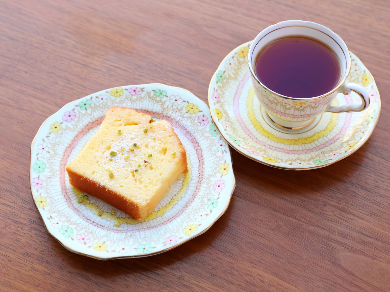 こいレモンケーキ350円。紅茶650円~。