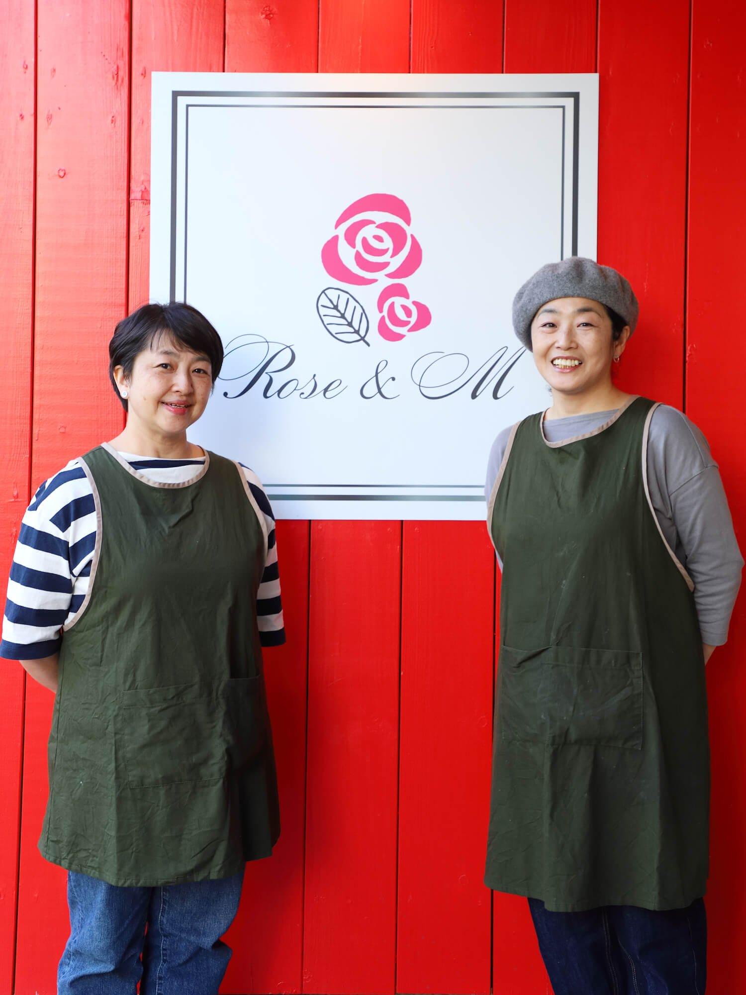 レモンケーキは店主の江口さん(左)、タルトタタンは料理担当の水上香さんによる手作り。
