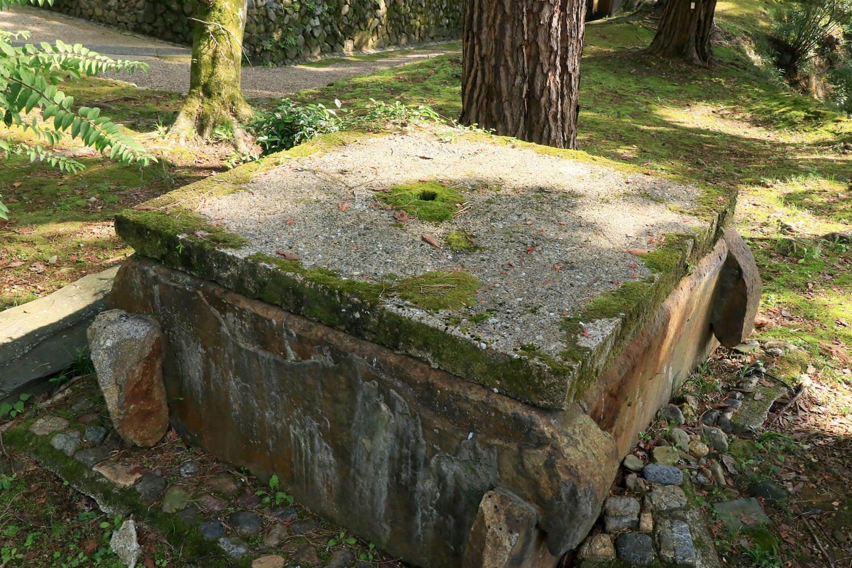 本丸内に残る井戸。江戸時代以前からあったと伝わる。