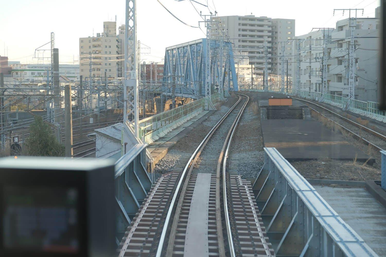 本山駅跡。鶴見駅から500mくらいの位置にある。手前は階段跡だ。
