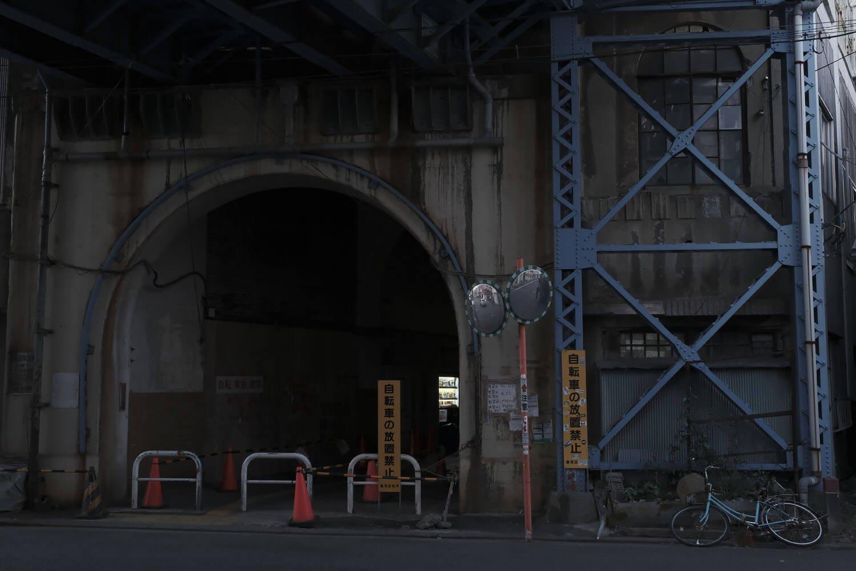 鶴見川の出入り口はアーチ状となっている。さぞかし昔はモダンであったことだろう。