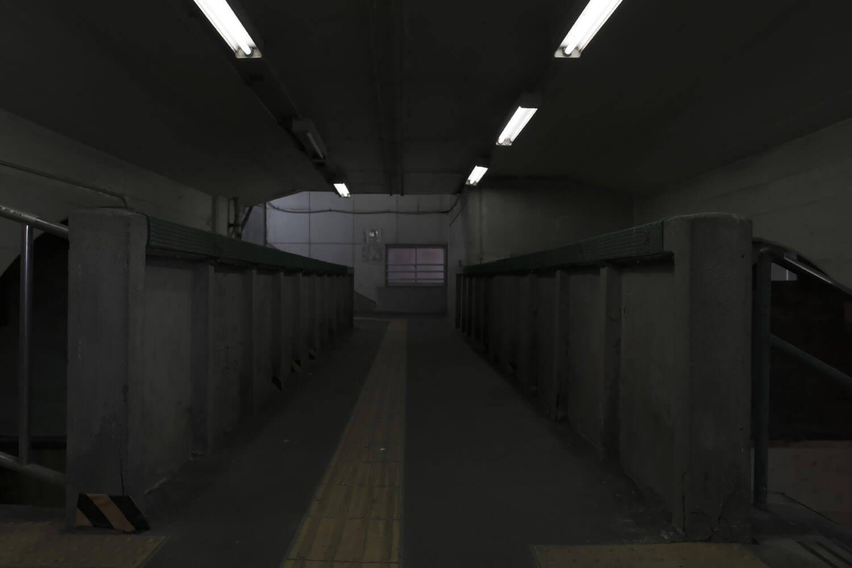 よくよく観察すると、渡り廊下部分はやけに天井が低い。増設した証か?