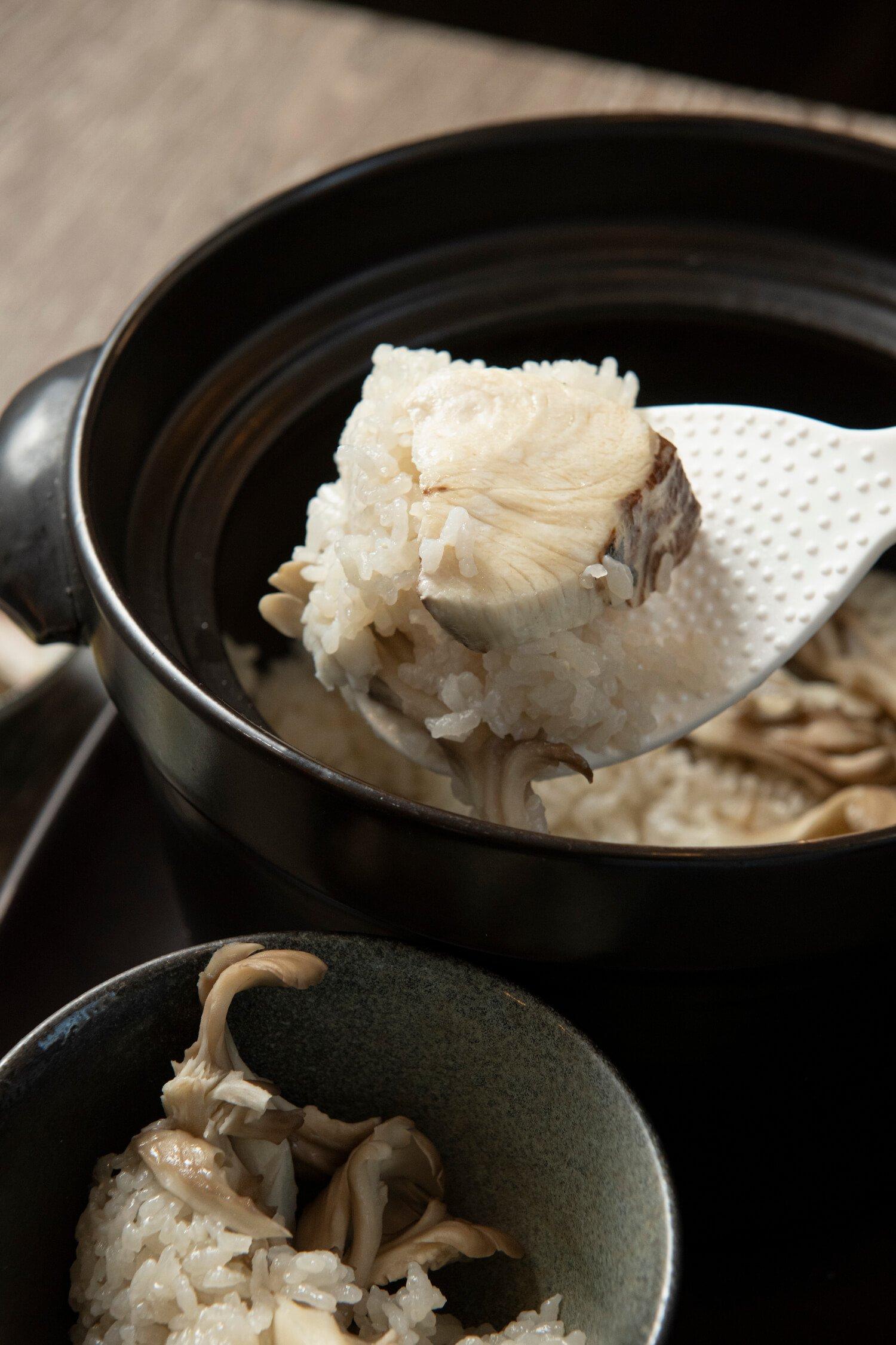 白身魚と舞茸炊き込みごはん1100円は締めに。