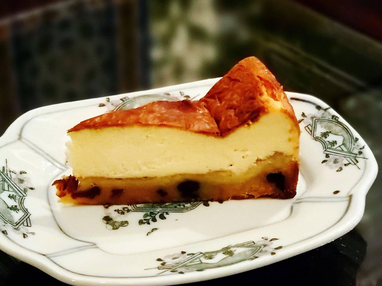 テイクアウト ラムレーズンのチーズケーキ650円。