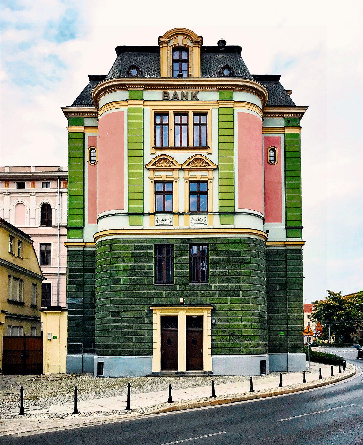 BGZ BNP PARIBAS BRANCH   Wrocław, Poland   Photo by Giulia Mulè   @mondomulia   mondomulia.com