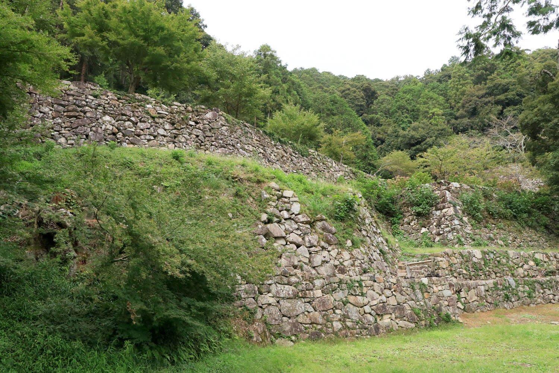 伝羽柴秀吉邸跡を下から見上げる。