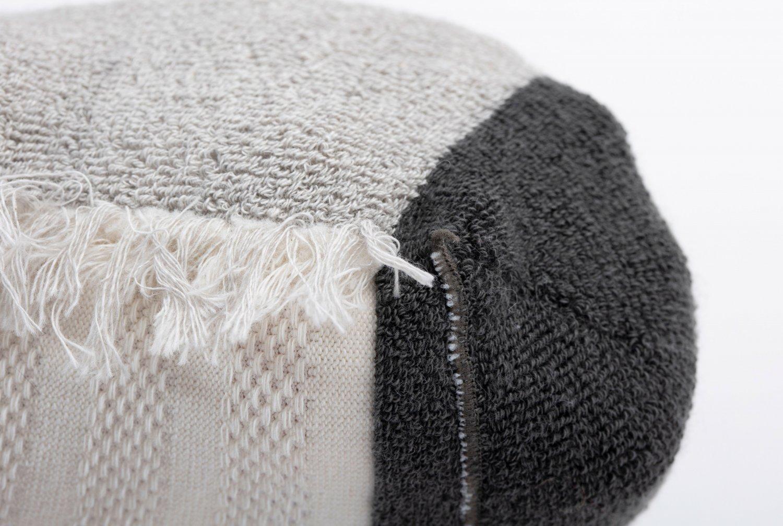 足裏の接触面はパイル編みで衝撃を吸収。黒色には抗菌性のある天然染料・五倍子を使う。