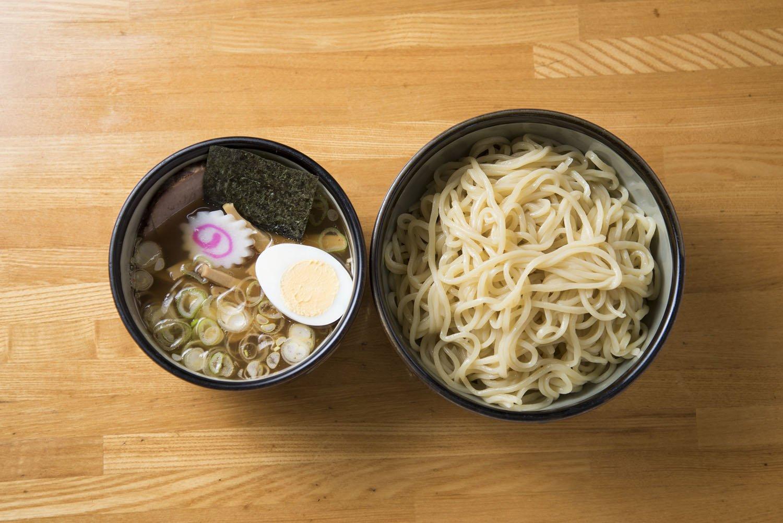もりそば770円。中太麺と優しいつけ汁は食べ飽きない。