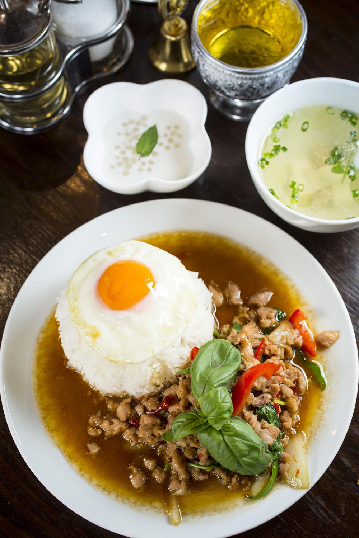 ガパオライスのランチセットはスープ、デザート付き980円。