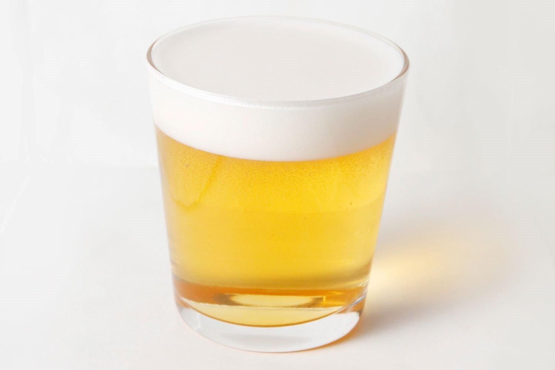 『サンヤクのビール割』 好みに合わせてアレンジ多彩 サンヤク(山芋の皮)は、消化器系の改善を促す。味にくせがないのでビールを邪魔せず に、香ばしさがアップ!