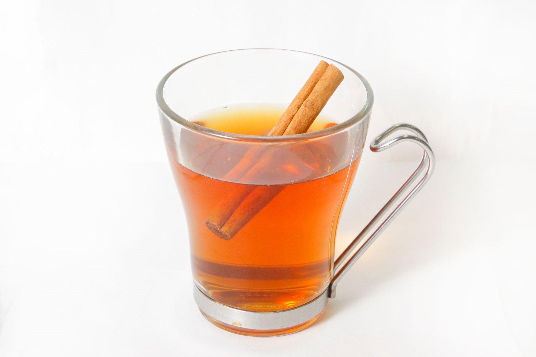 ★アレンジで… 温かい紅茶と合わせるのもおすすめ。紅茶の渋みが加わると、甘みが抑えられてさっぱり とした後味に。お好みでシナモンも。