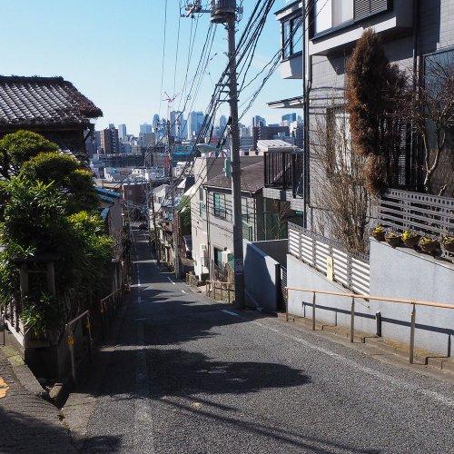 """【東京クイズ】この写真はどこの「富士見坂」? 全6問、""""散歩の達人""""なら即答せよ!"""