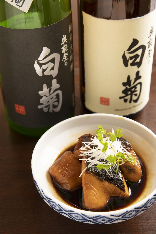 奥能登の白菊純米吟醸1合1012円など日本酒は15種ほど。ぶり大根858円。