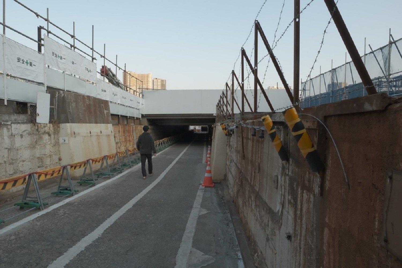 両サイドの橋台は残存している。2021年2月撮影。