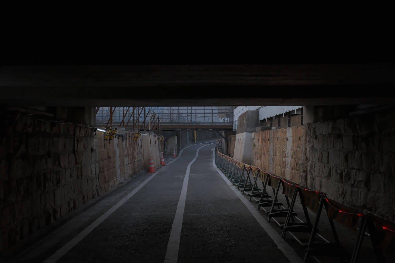 天井がある場所から泉岳寺側を振り返る。2021年2月撮影。