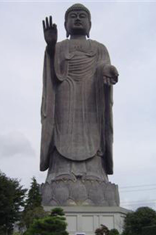 いわずと知れた牛久大仏。手のひらに東大寺の大仏が載るという(2006年)