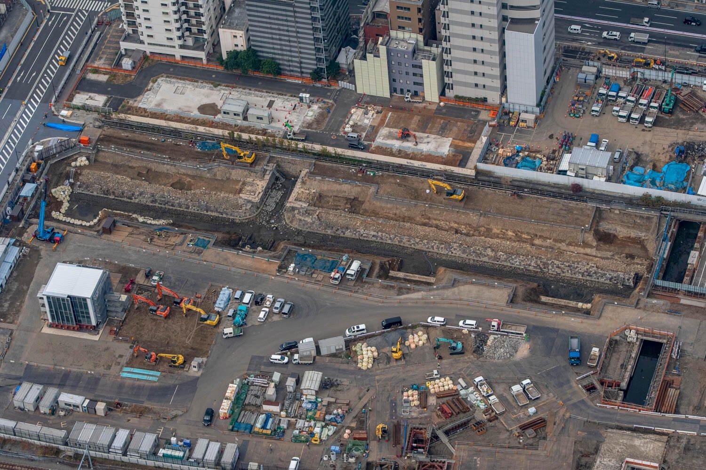 """""""第七築堤""""は高輪ゲートウェイ駅の北側にある。写真右の水路は、今回紹介した""""高輪橋架道橋""""部分だ。"""