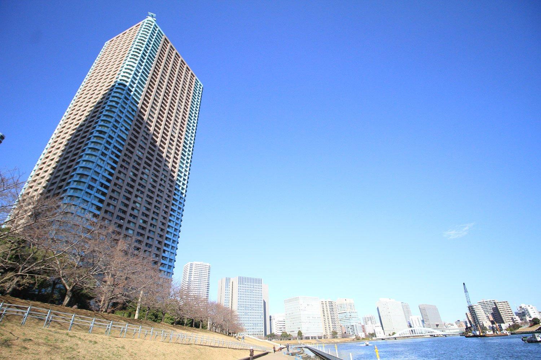 大川端リバーシティ21地区最北にある「センチュリーパークタワー」。この地区では最高層の54階建てで、北西・北東を隅田川に面しており眺望抜群!
