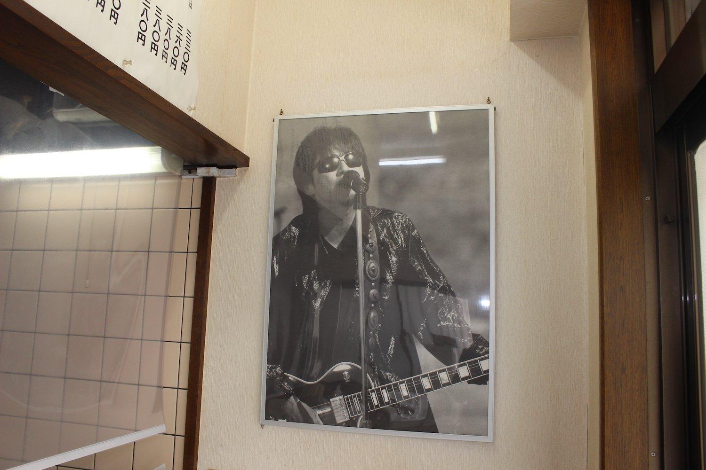 店内には浜田省吾のポスターが。夫婦で大ファンなのだそう。