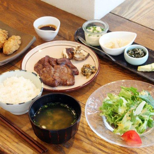 定食は自由形。東京・吉祥寺の元寿司職人が作る『階段ノ上ノ食堂』で、フルコースにも似た定食を夜ごはんに