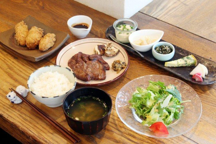 階段ノ上ノ食堂(かいだんのうえのしょくどう)