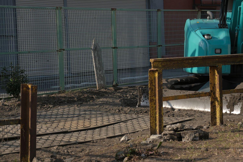 残されていたキロポストと踏切柵。