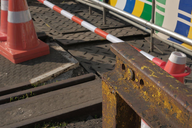 そのうち古レールで組まれた踏切柵も撤去される。