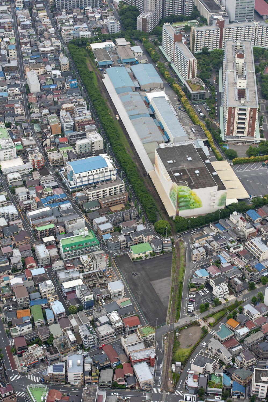 日本製紙王子倉庫と北王子線。倉庫は巨木の絵がシンボルだった。