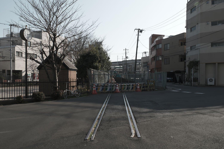 撤去されつつある、住宅地に残されていた旧貨物専用線の遺構。旧・日本製紙北王子線 ~廃なるものを求めて 第10回~