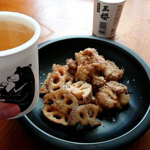 【山内聖子の偏愛する日本酒とつまみの話】鶏肉とレンコンのスパイス揚げに「玉櫻」