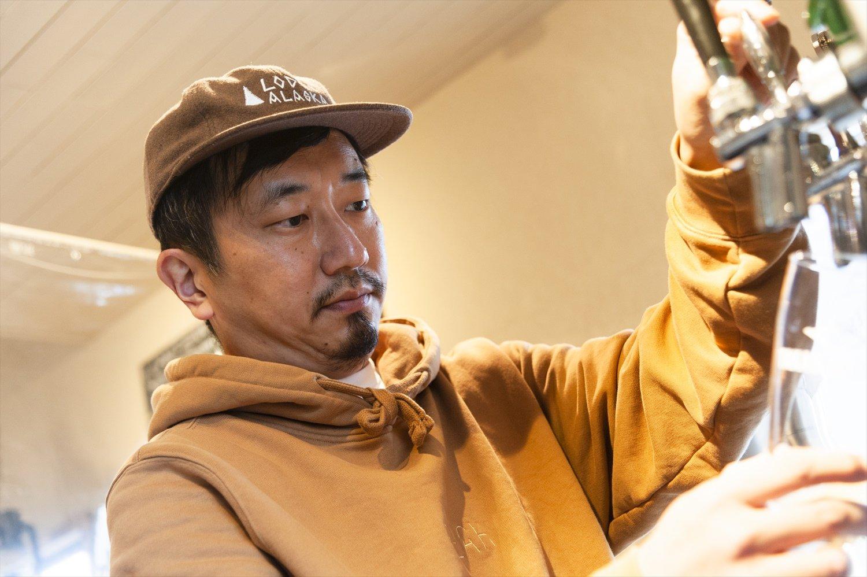 「高尾に来るまで、ビールは飲み専門でした。まさか自分が造ることになるとは」と、池田さん。八王子市の恩方で、ビールを醸造している。