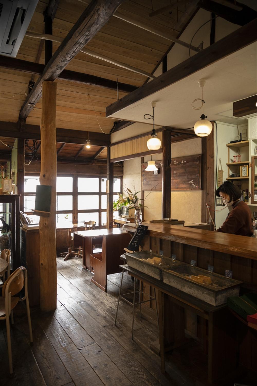 古民家を改装した店内ではゆっくりと時が流れる。