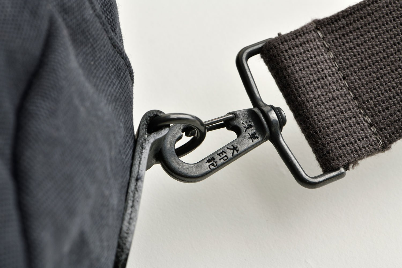 犬印鞄製作所 黒犬印 ストーンウォッシュ帆布 散歩鞄(大) 技ありポイント