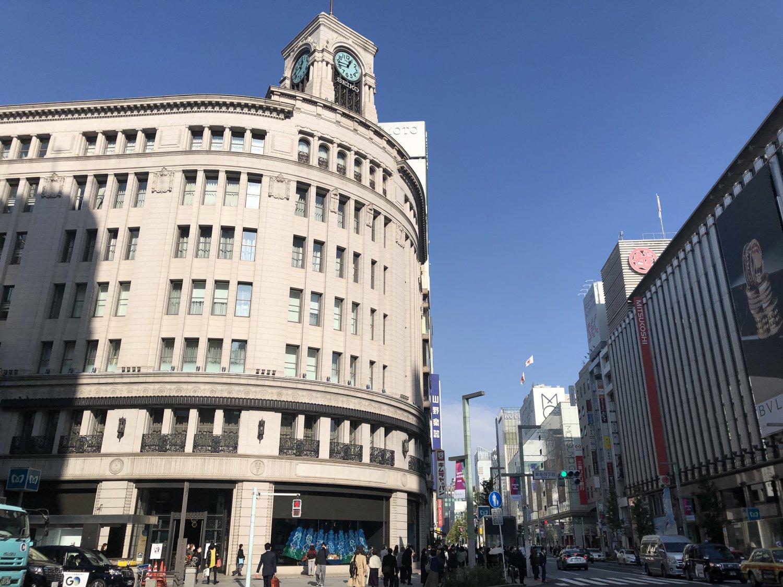 服部時計店(現・和光)の時計塔は戦前から銀座のシンボルだったが、終戦直後は進駐軍が接収してPX(酒保)として使った。