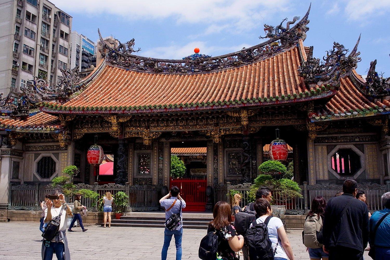 台北の龍山寺。