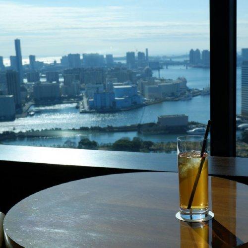 汐留・コンラッド東京『バー&ラウンジ トゥエンティエイト』で非日常を味わうお茶時間