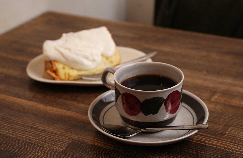 ブレンドコーヒーとミルクシフォンのセット850円。