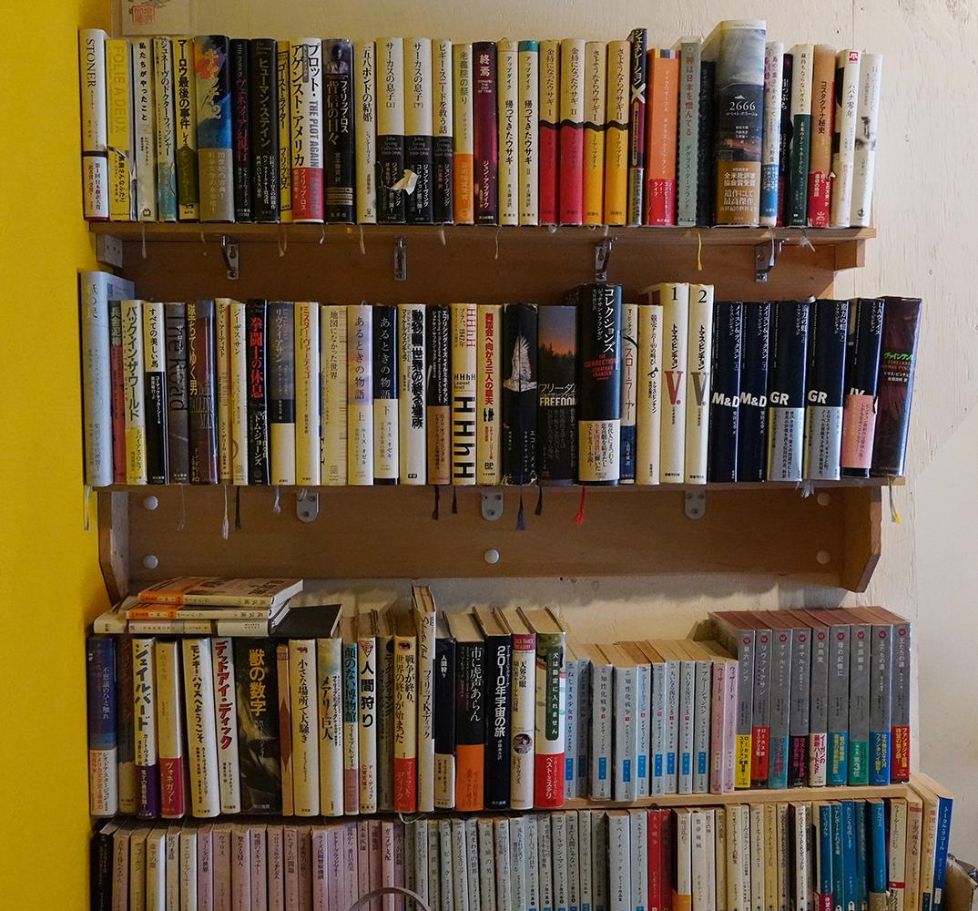 ハヤカワSF文庫多数。気になる本を見つけたら手に取ってみよう。