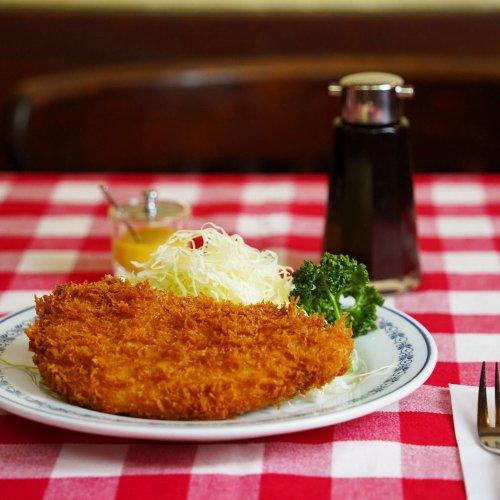 """明治創業の老舗・銀座『煉瓦亭』でいただく、""""日本の洋食""""の原点。毎日でも食べたいポークカツレツにオムライス。"""